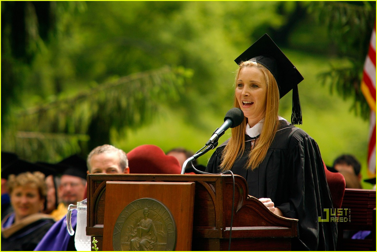 lisa kudrow vassar college commencement meryl streep 10