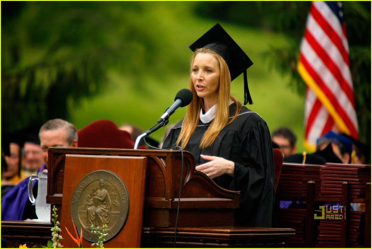 lisa kudrow vassar college commencement meryl streep 15