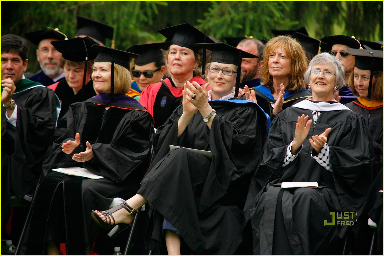 lisa kudrow vassar college commencement meryl streep 17