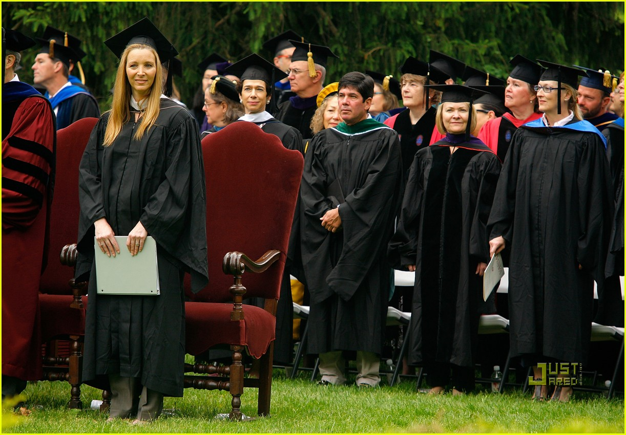lisa kudrow vassar college commencement meryl streep 18