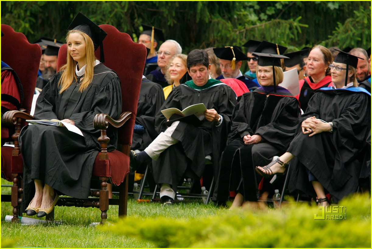 lisa kudrow vassar college commencement meryl streep 19