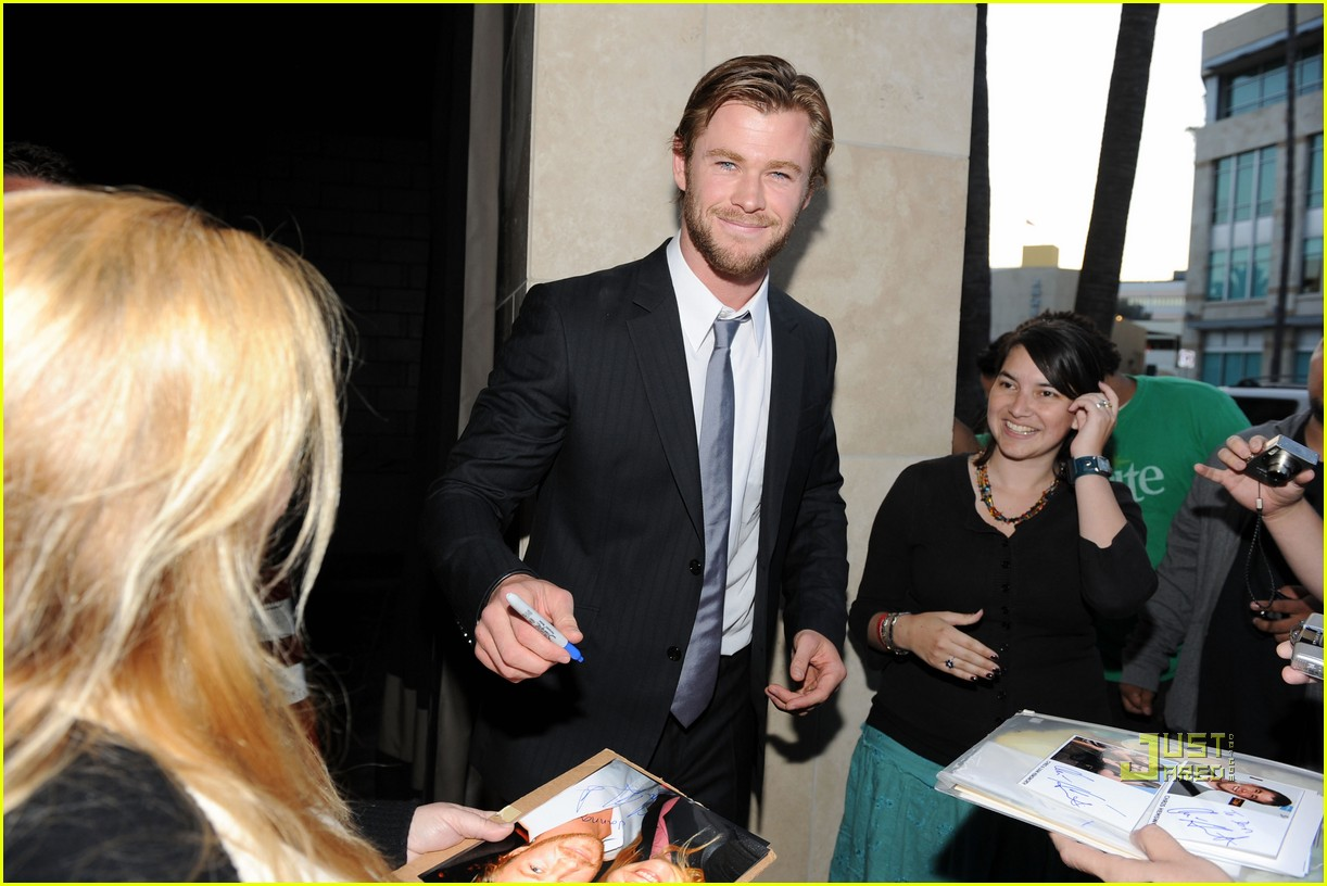 ryan kwanten chris hemsworth australians in film breakthrough awards 01