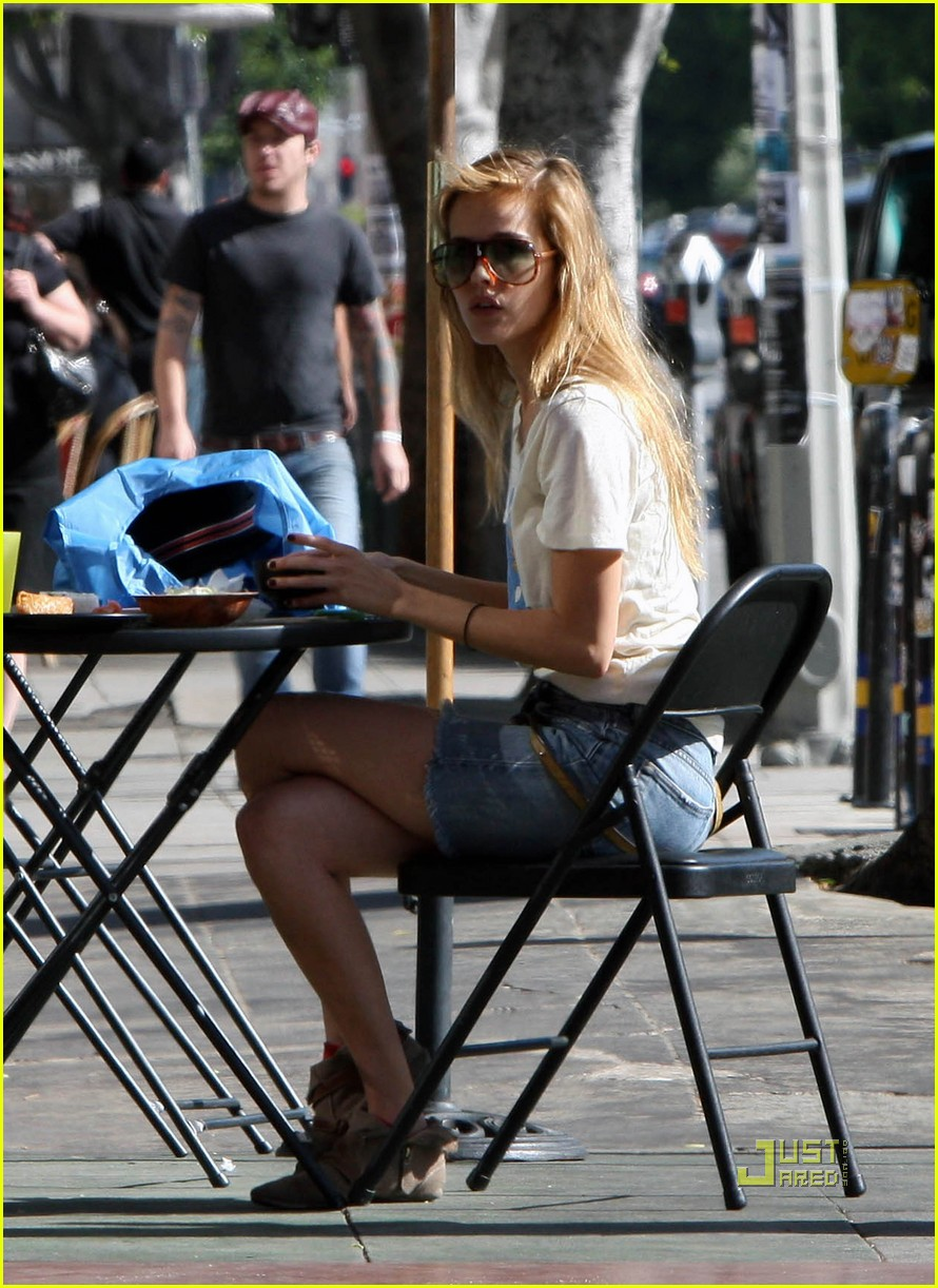 isabel lucas west village lunch 02