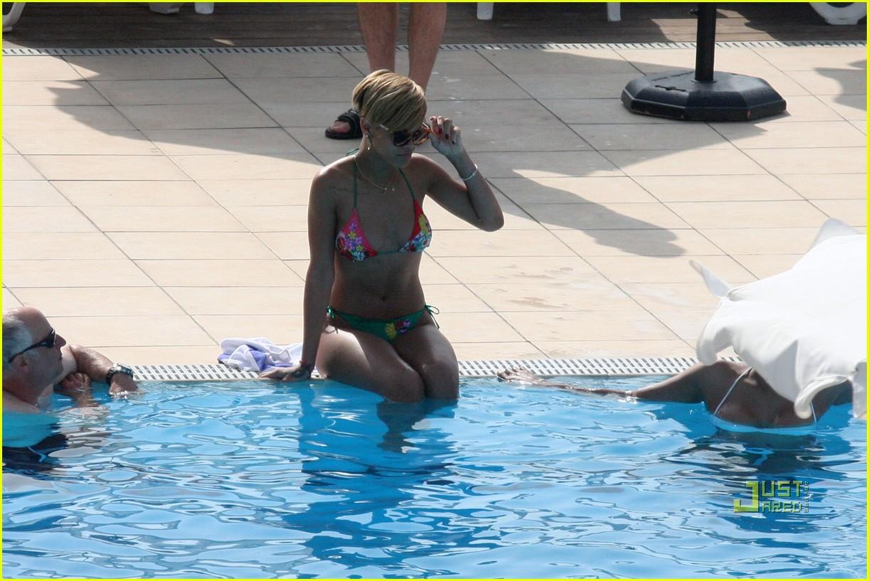 rihanna bikini 13