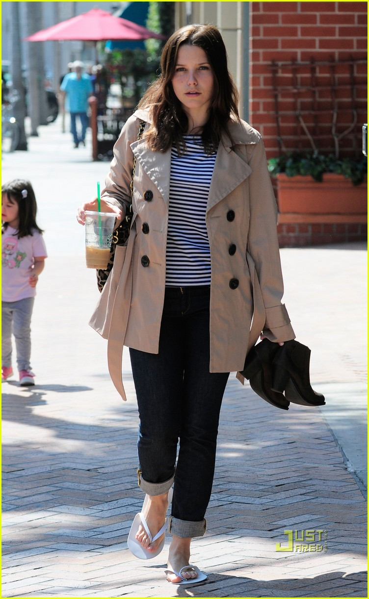 sophia bush trenchcoat nail salon 01
