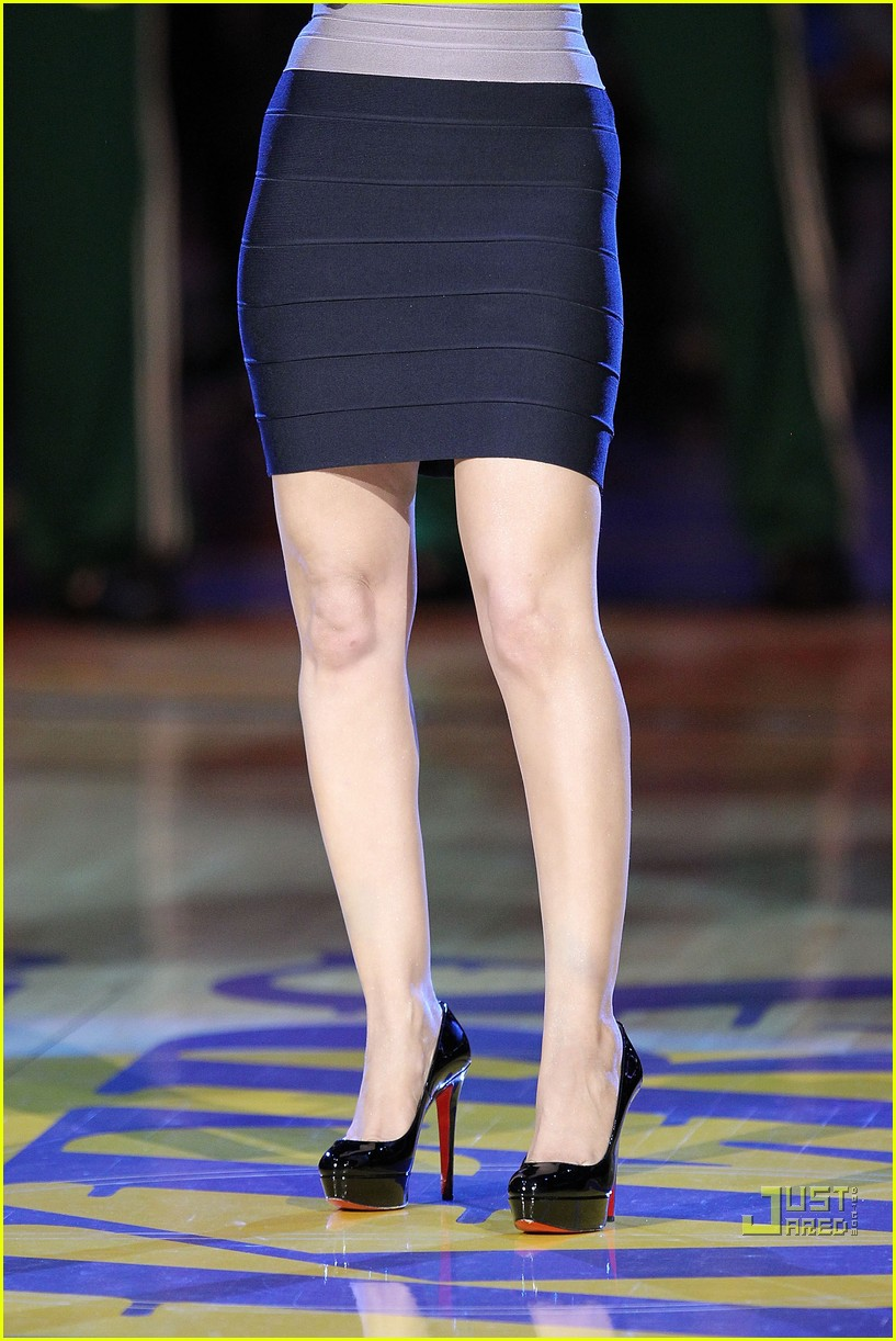 christina aguilera lakers win 51