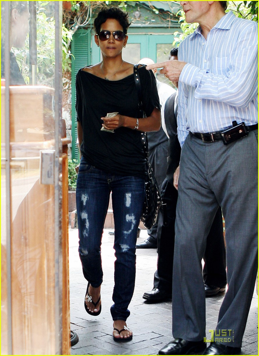 halle berry torn up lunch 05