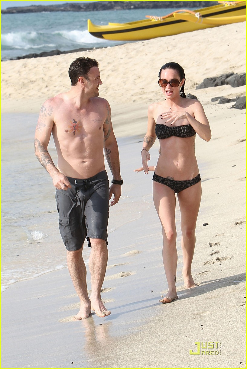 megan fox brian austin green kisses beach 21