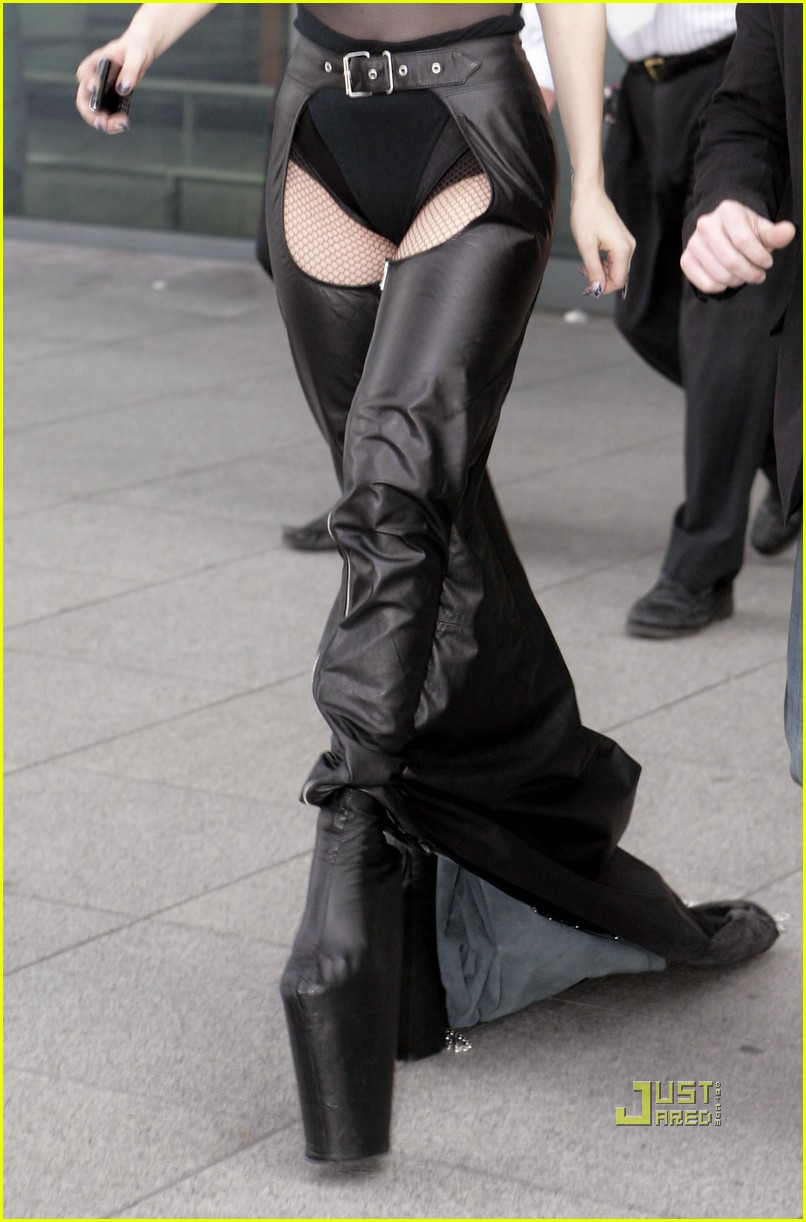 lady gaga falling down 07