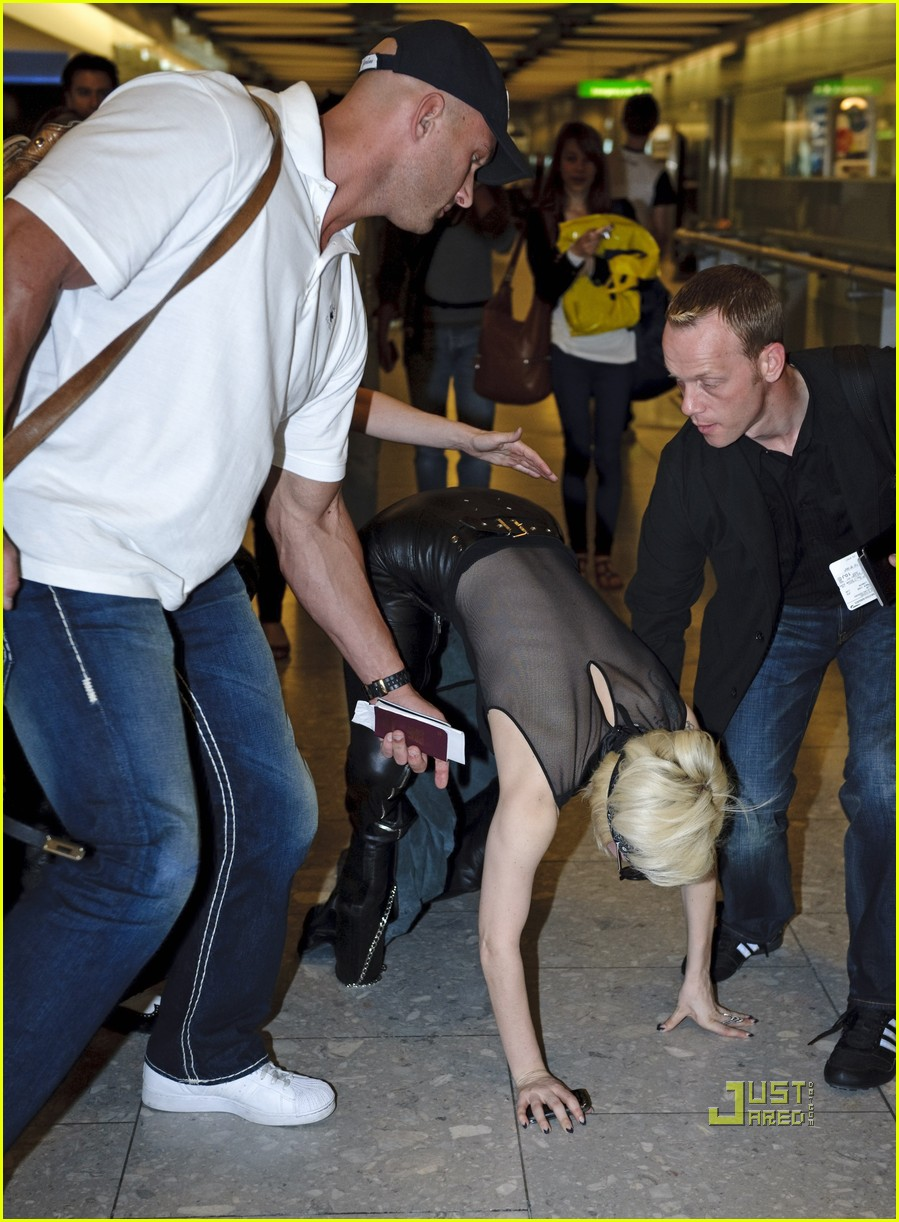 lady gaga falling down 09