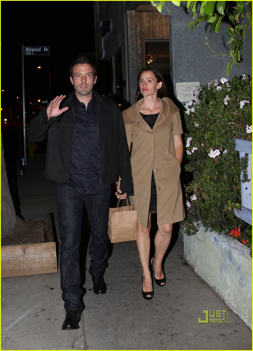ben affleck jennifer garner 5th wedding anniversary dinner 05