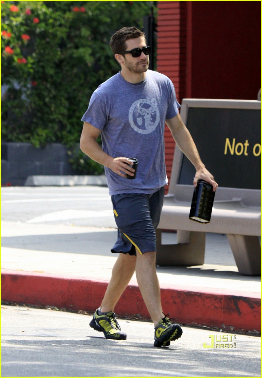 jake gyllenhaal lamill coffee shop 04