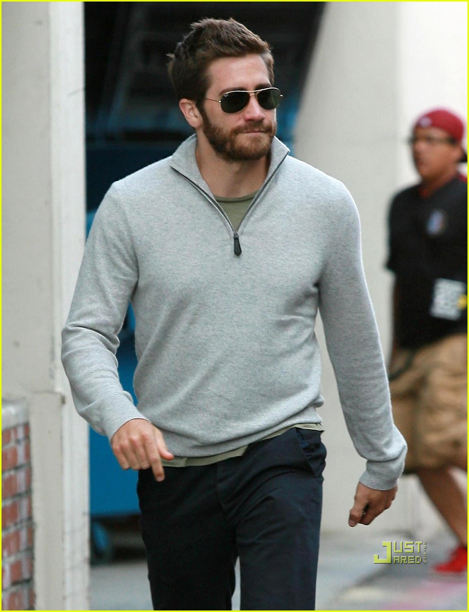 jake gyllenhaal leaves medical building 012461041