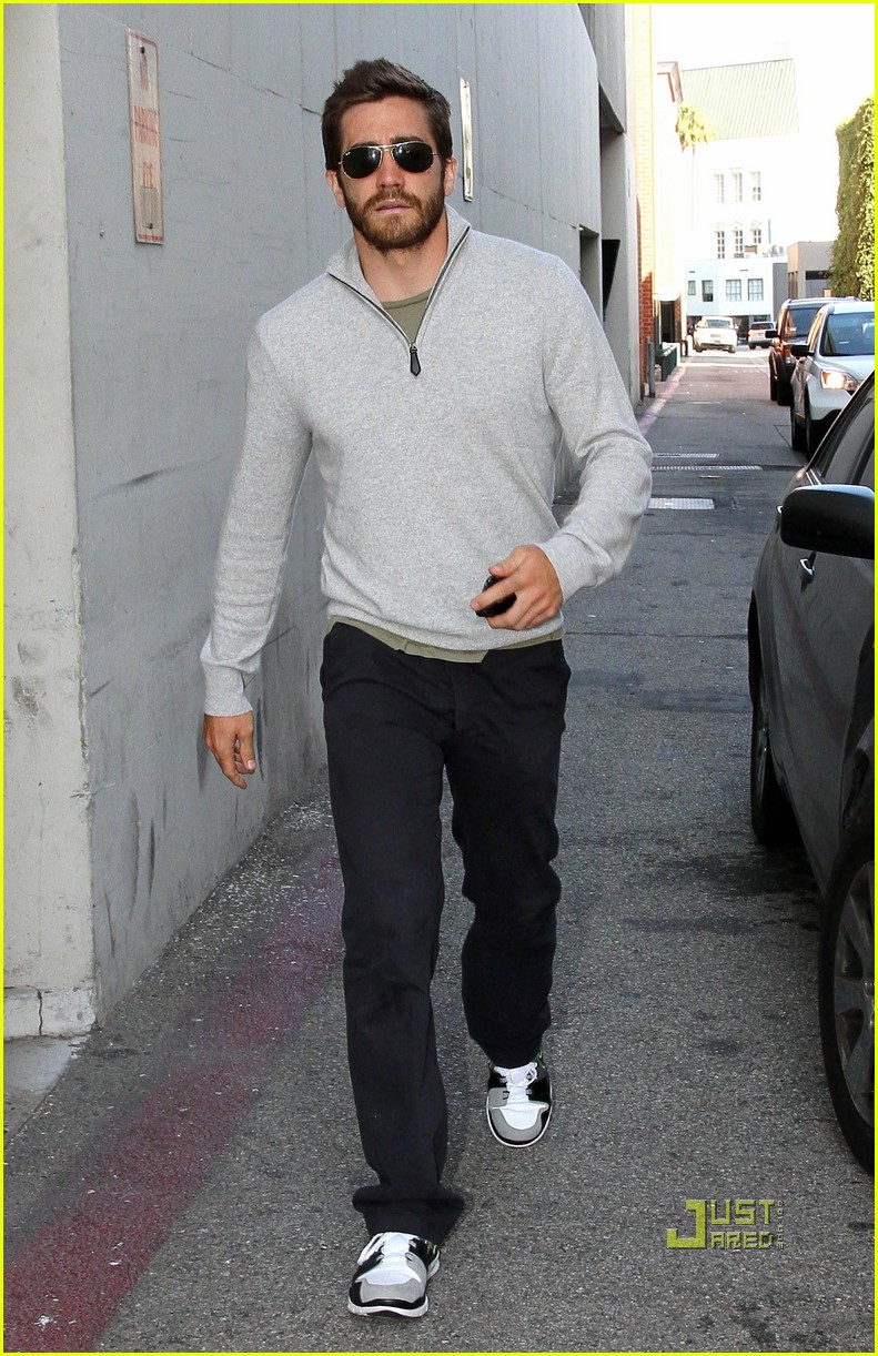 jake gyllenhaal leaves medical building 092461049