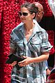 katie holmes buying flowers 04