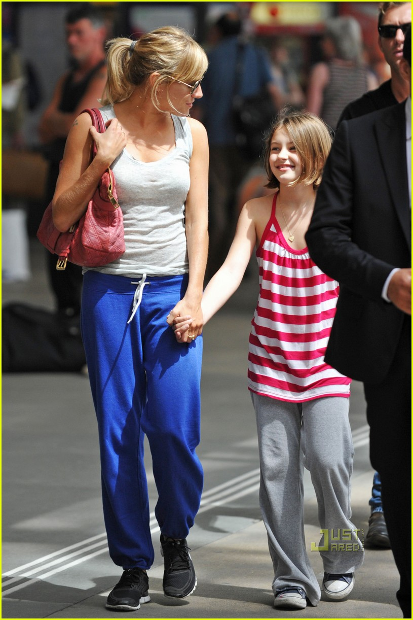 Full Sized Photo of jude law sienna miller family ties 19 ... Jude Law