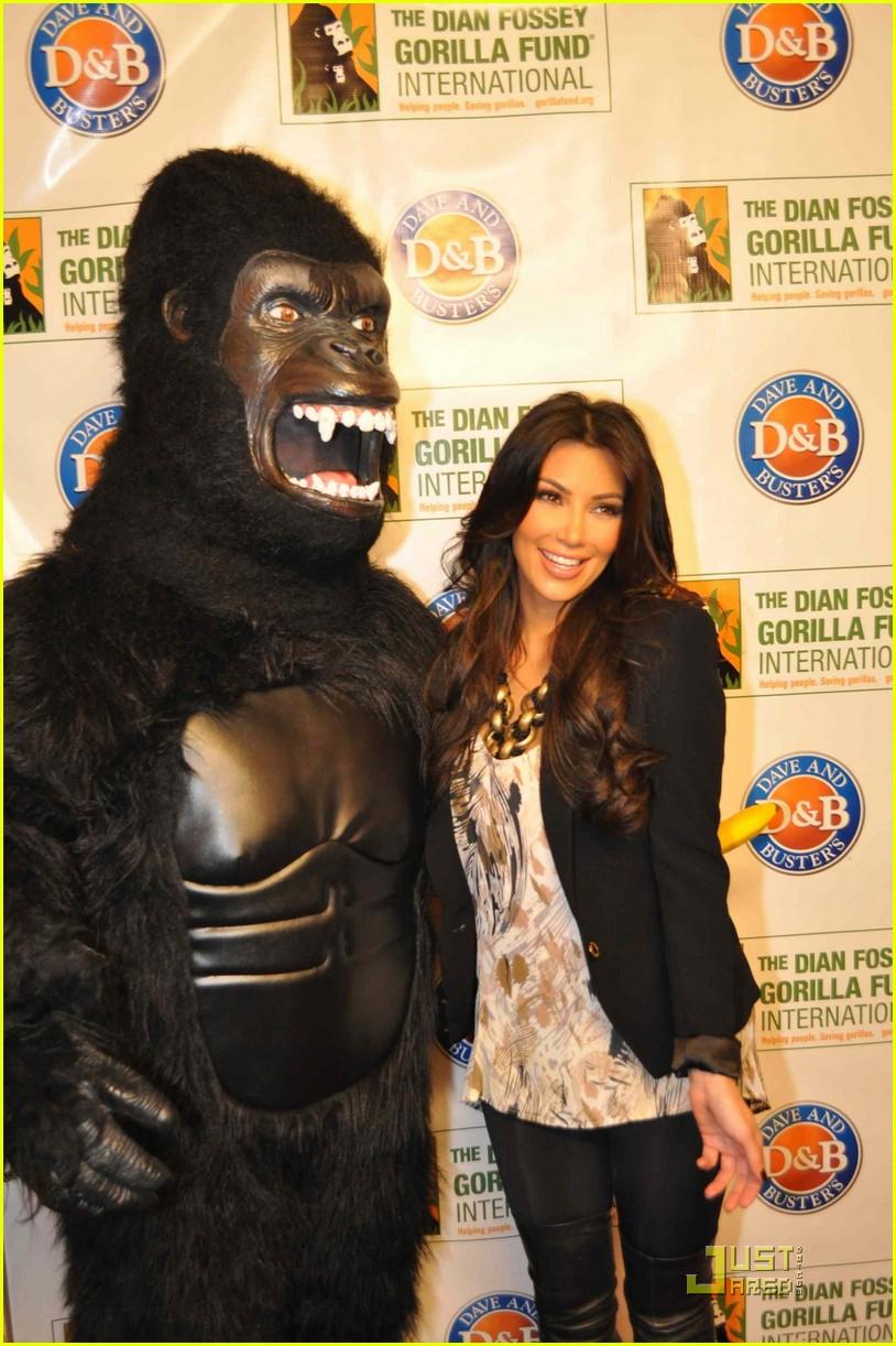 kim kardashian goes ape 04