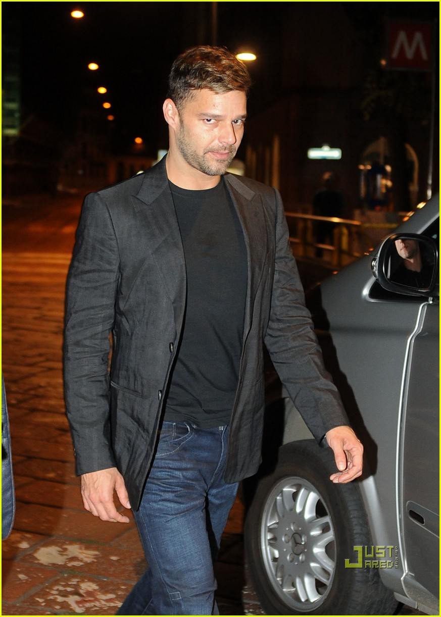 ricky martin fancy dinner 01