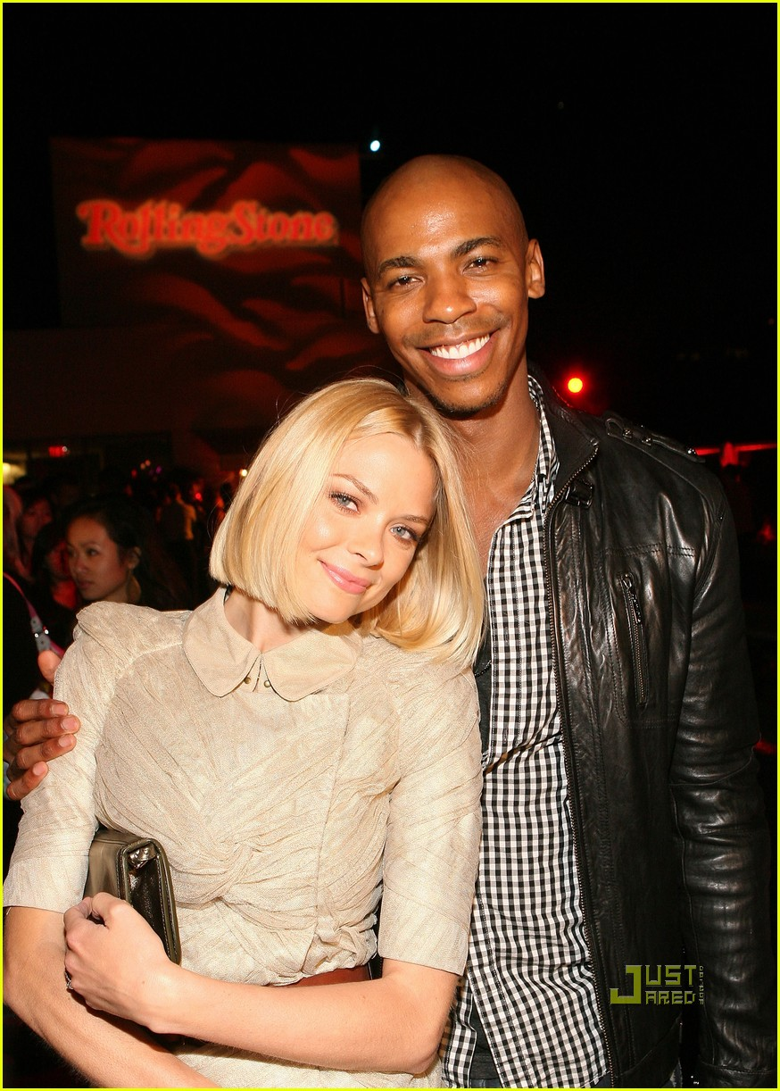 mehcad brooks rocks the roof 01