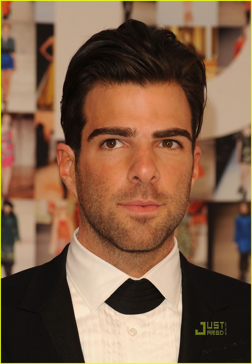 zachary quinto cfda fashion awards 2010 022457143