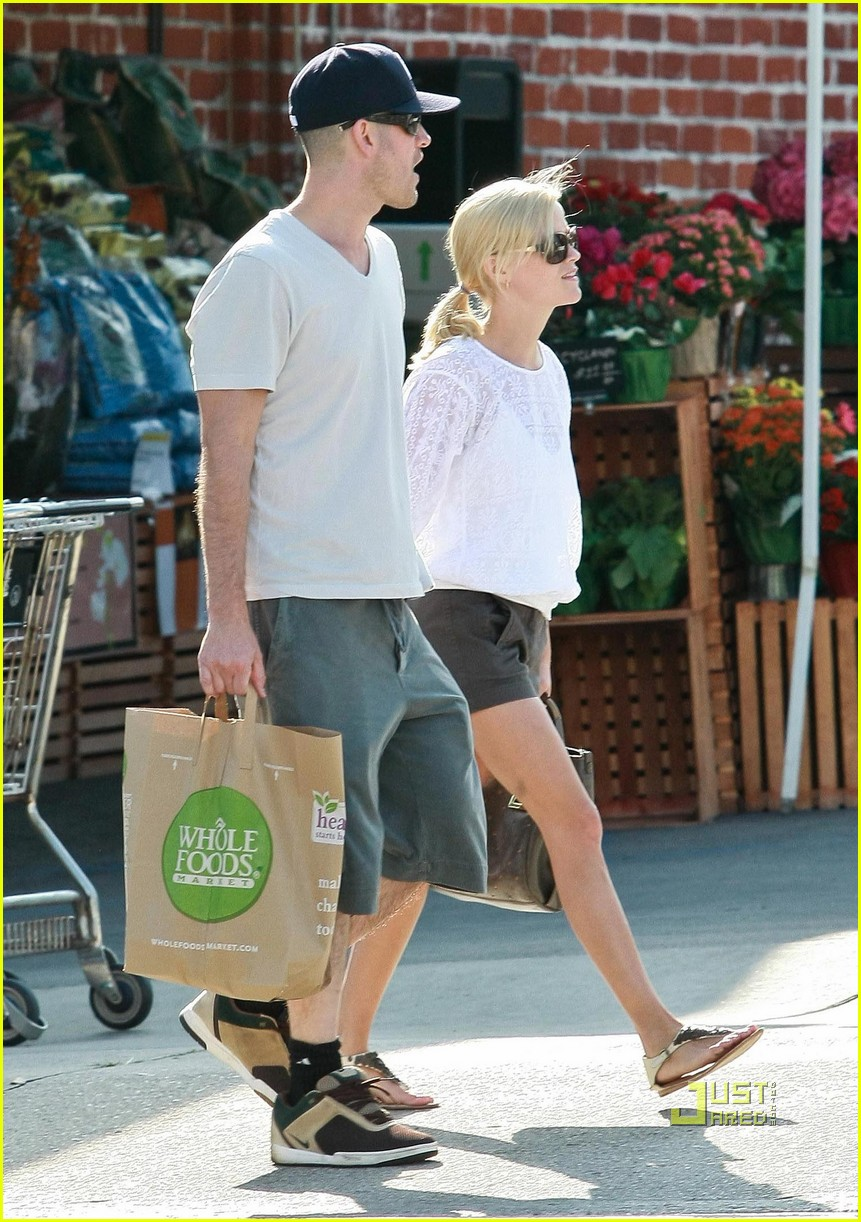 reese witherspoon whole foods 032461926