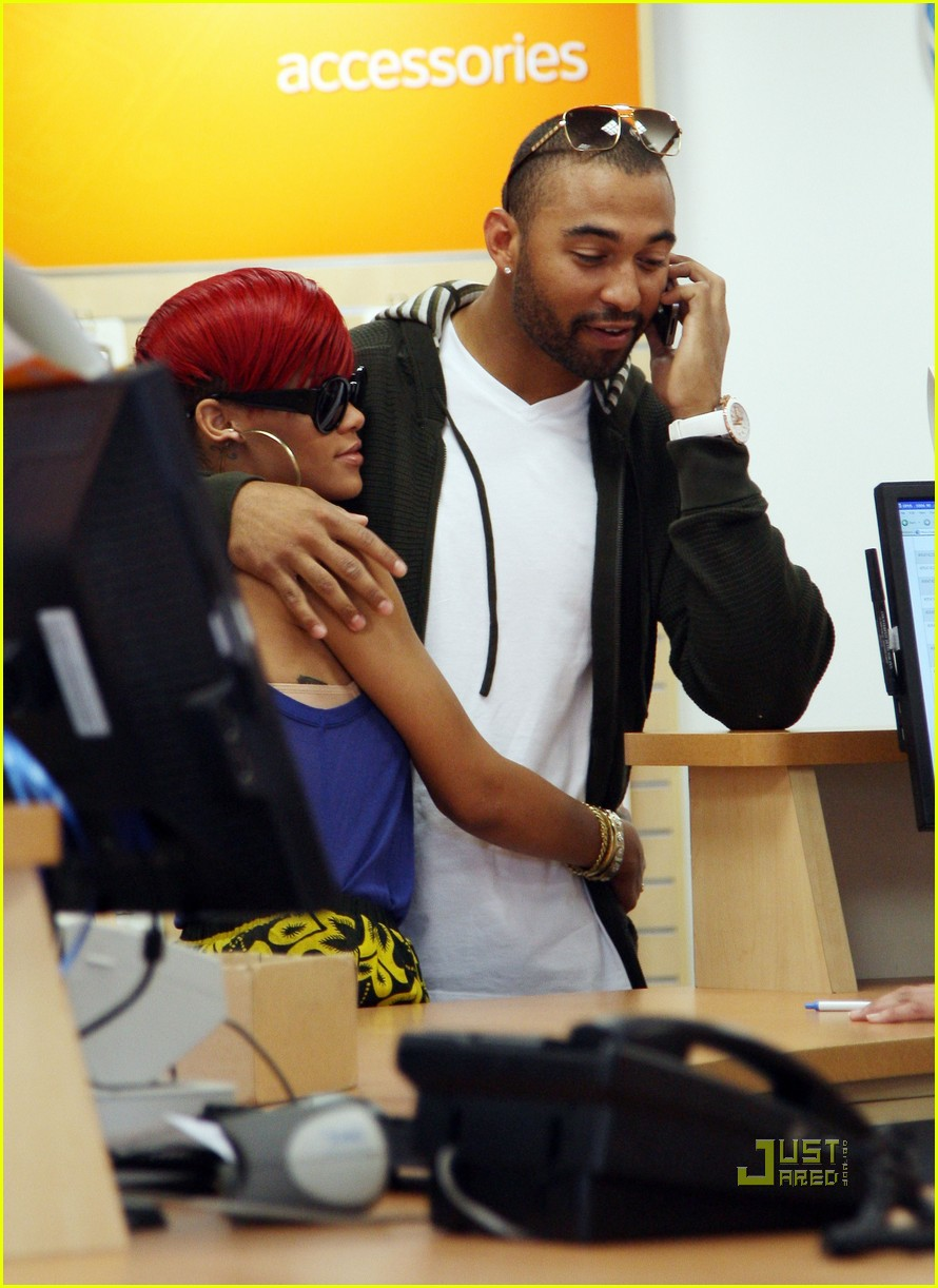rihanna iphone matt kemp 02