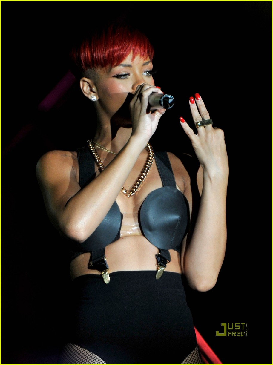 rihanna red hair 23