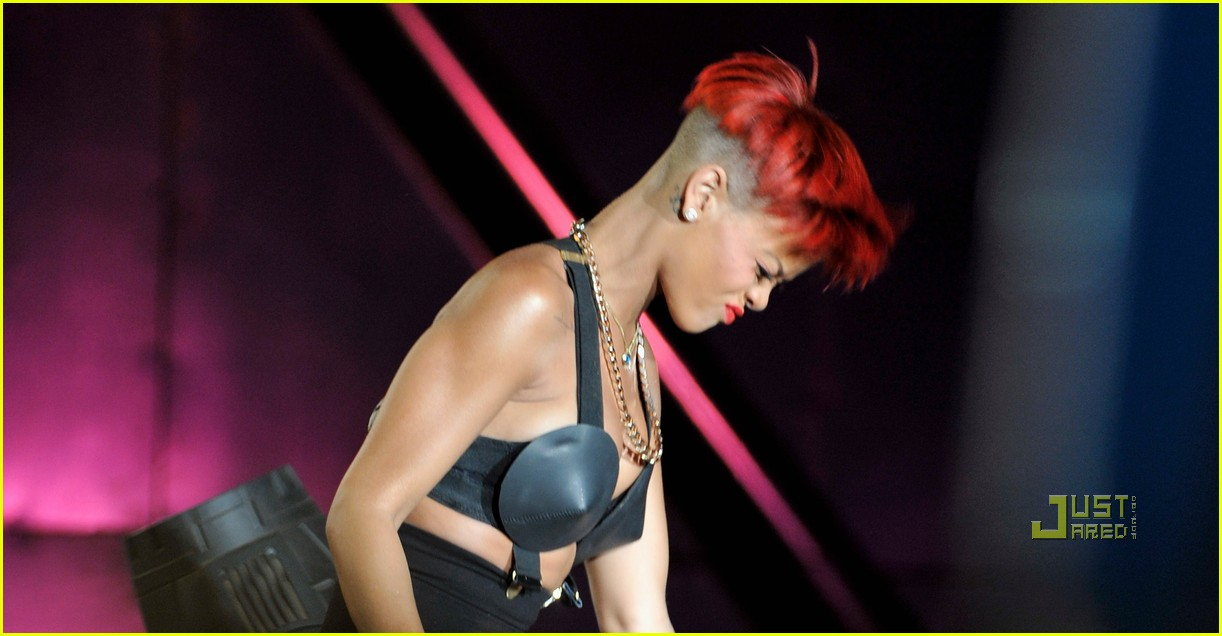 rihanna red hair 302456397