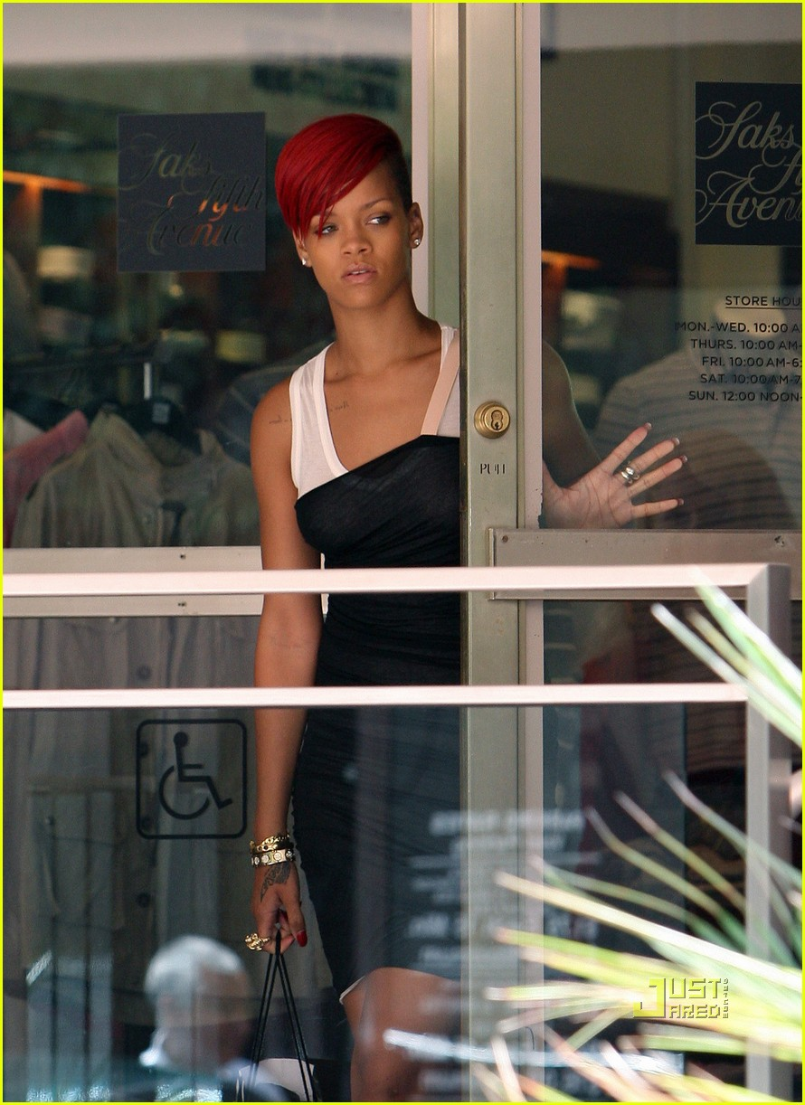 rihanna saks fifth avenue 01