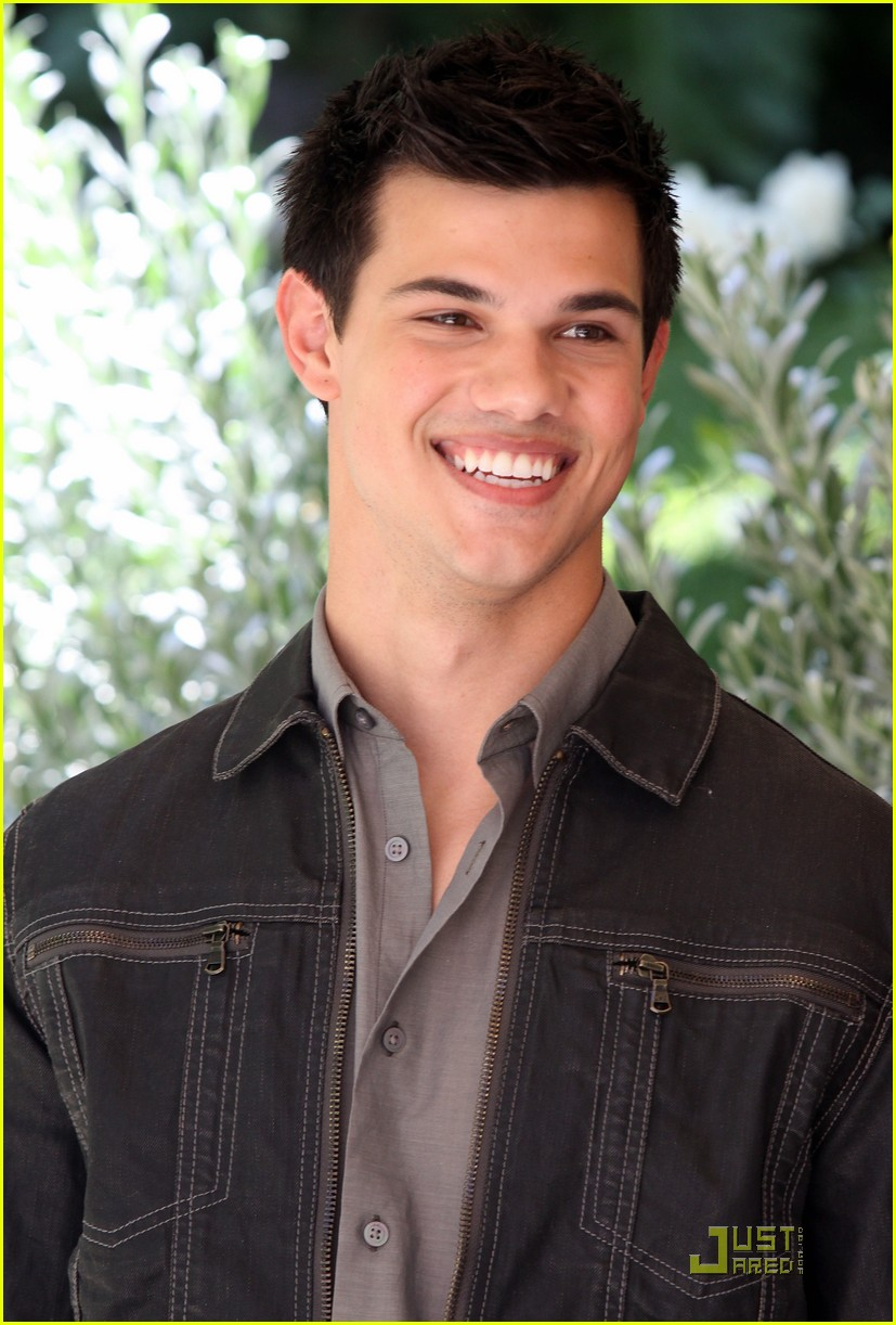 kristen stewart taylor lautner in rome twilight 18
