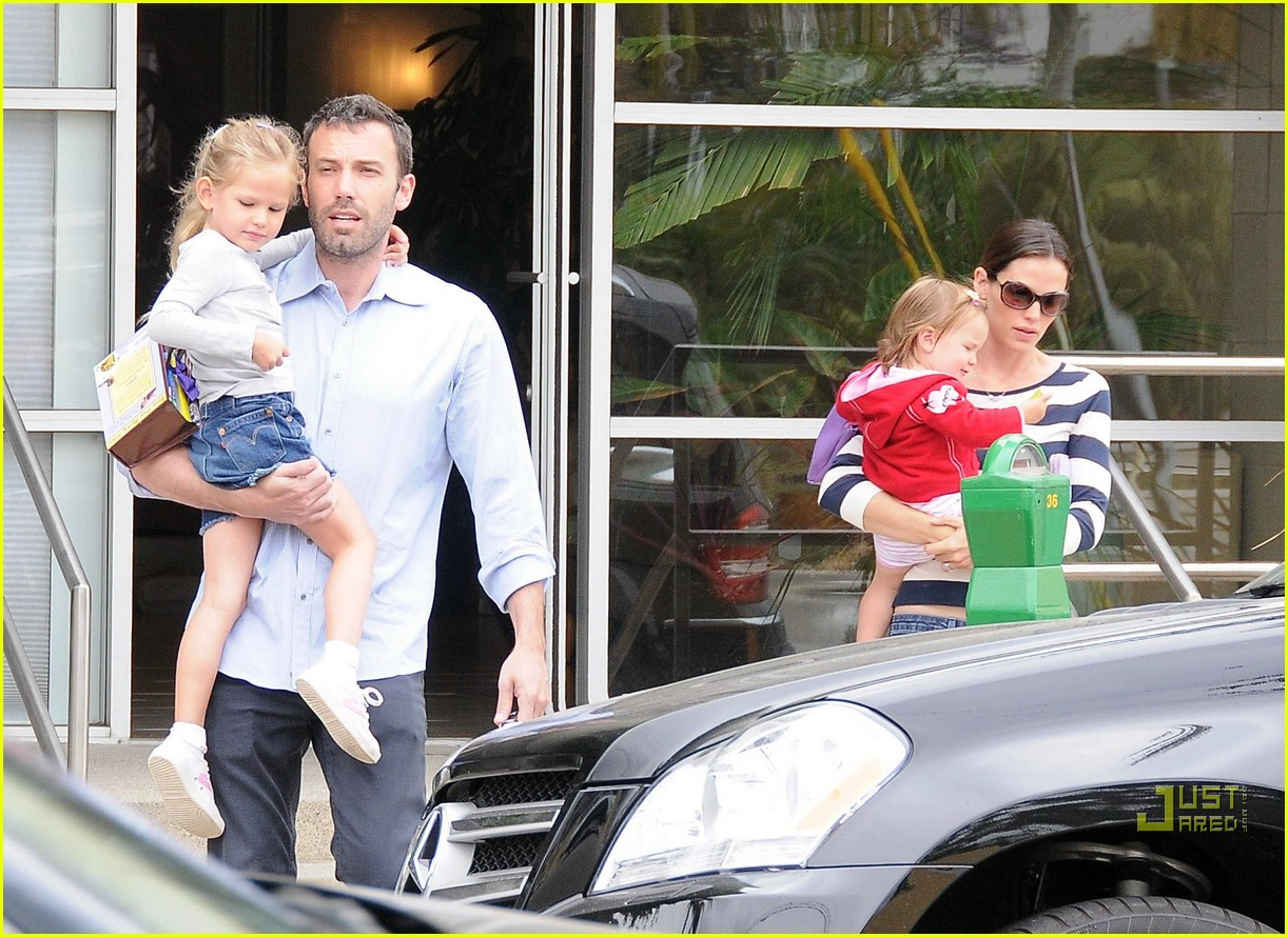 violet seraphina affleck sister time 21