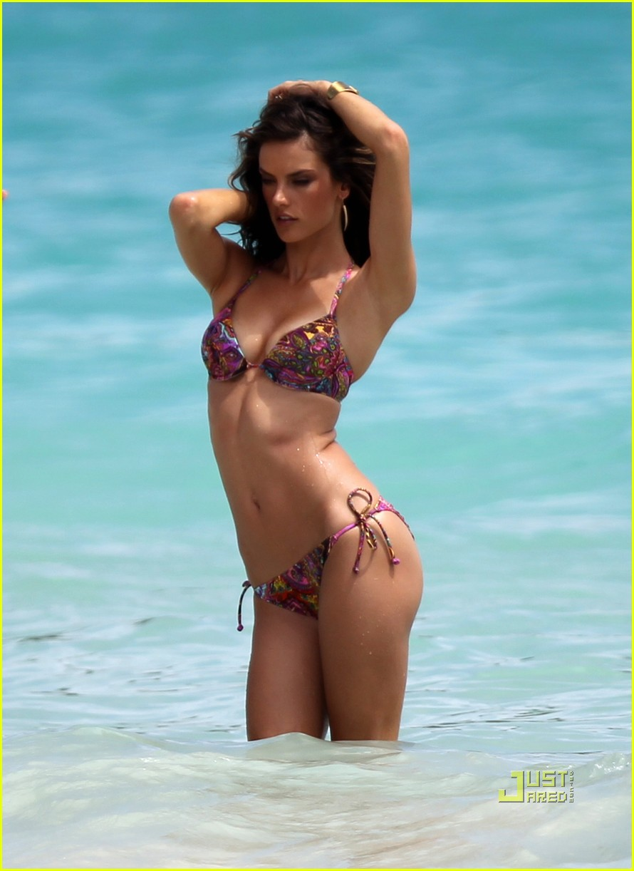 alessandra ambrosio bikini st barts 06