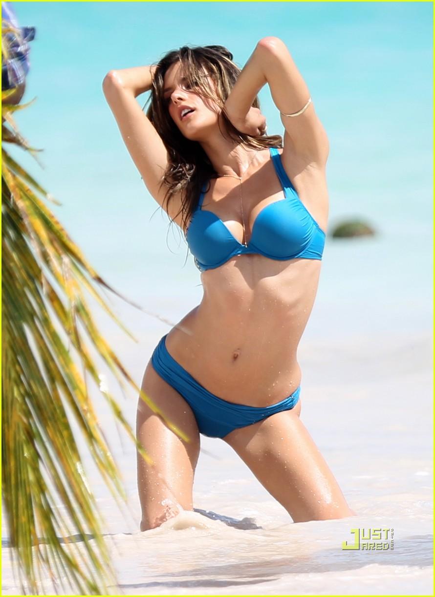 alessandra ambrosio bikini st barts 09