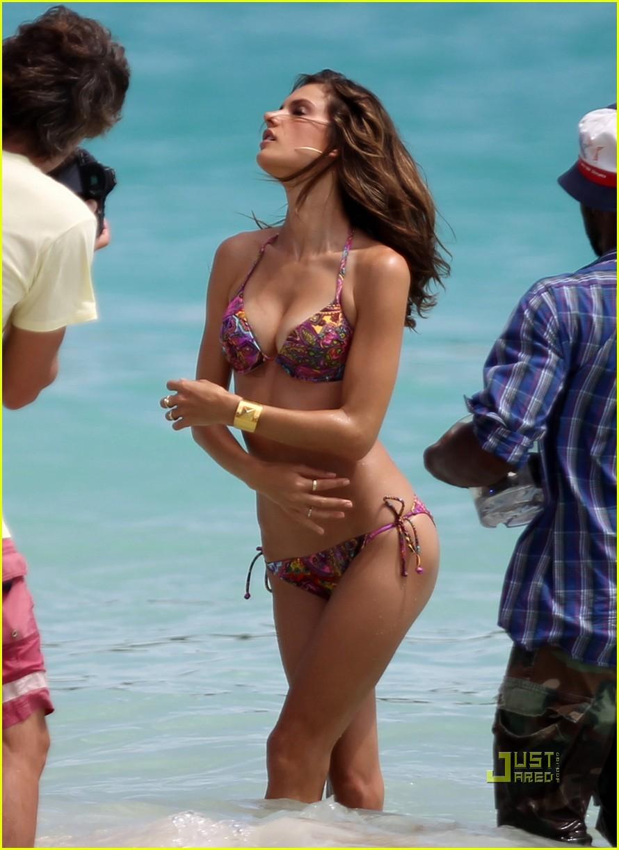 alessandra ambrosio bikini st barts 15