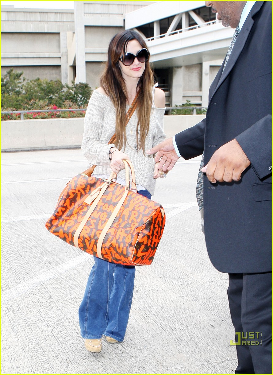 ashlee simpson lovely louis vuitton 01