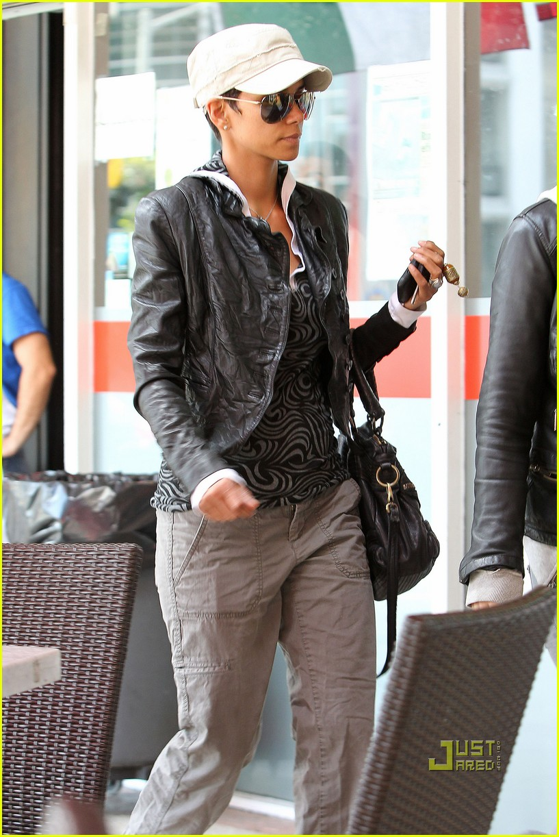 halle berry gets passport 06