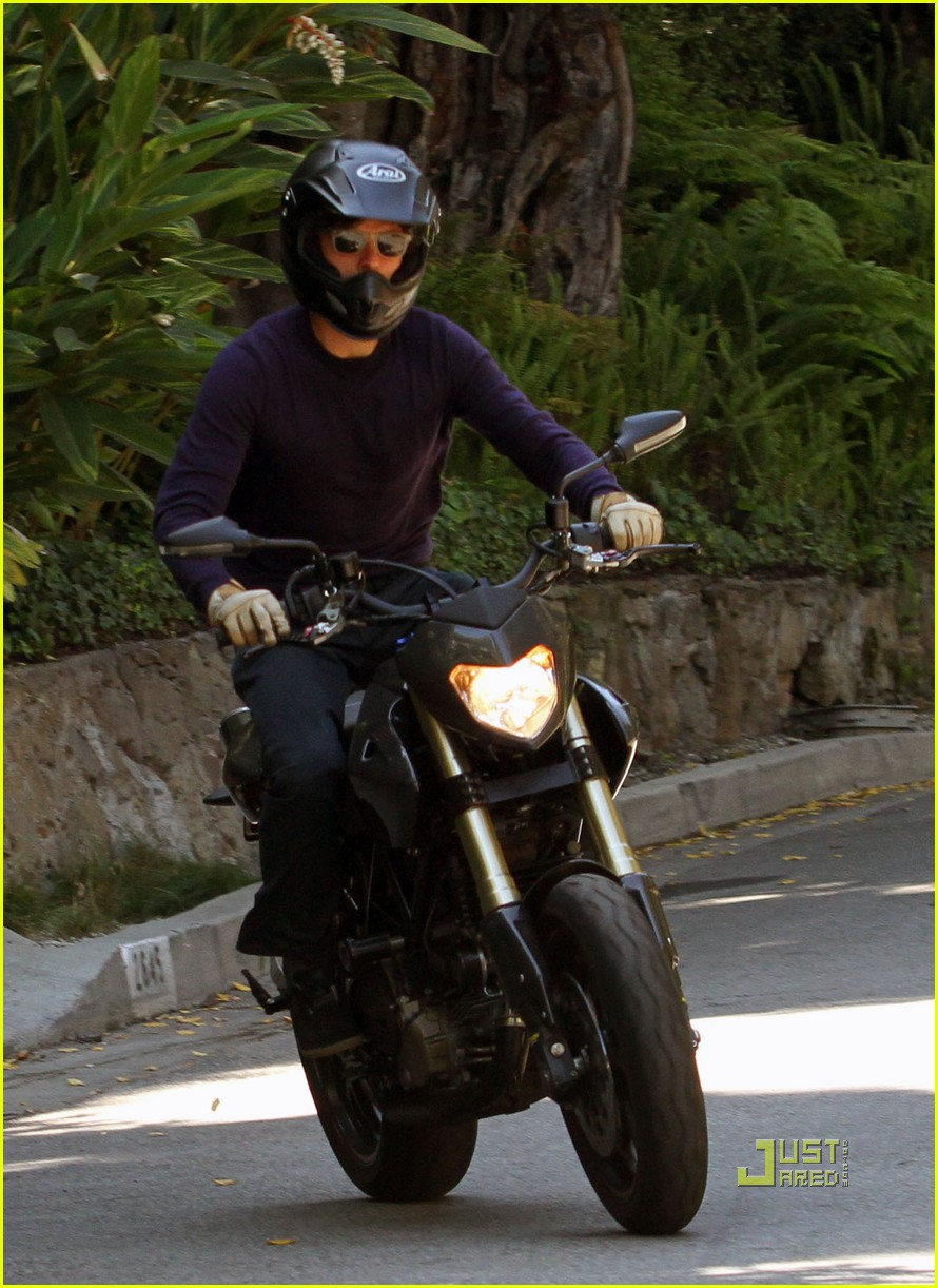 Orlando Bloom: Motorcycle Ride to In-N-Out