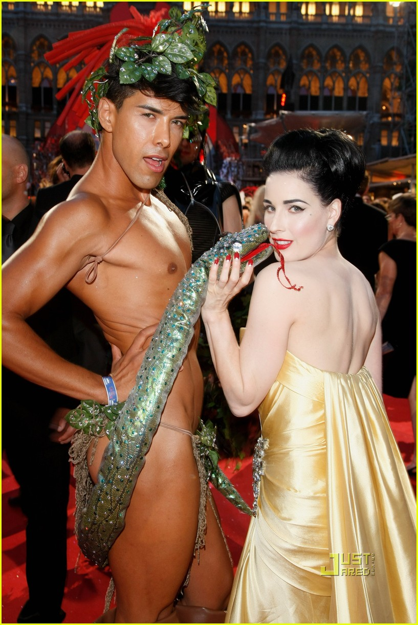 dita von teese life ball 03