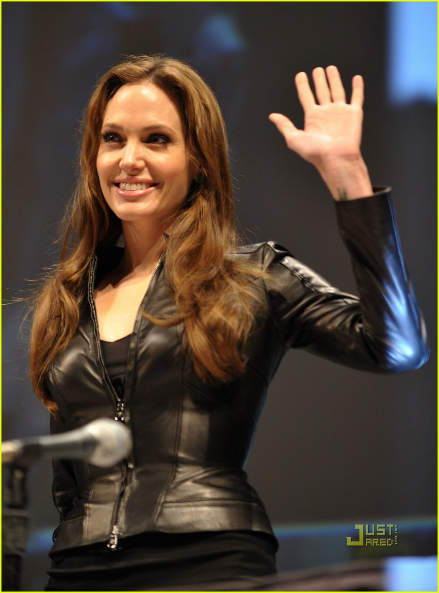 angelina jolie comic con salt 07