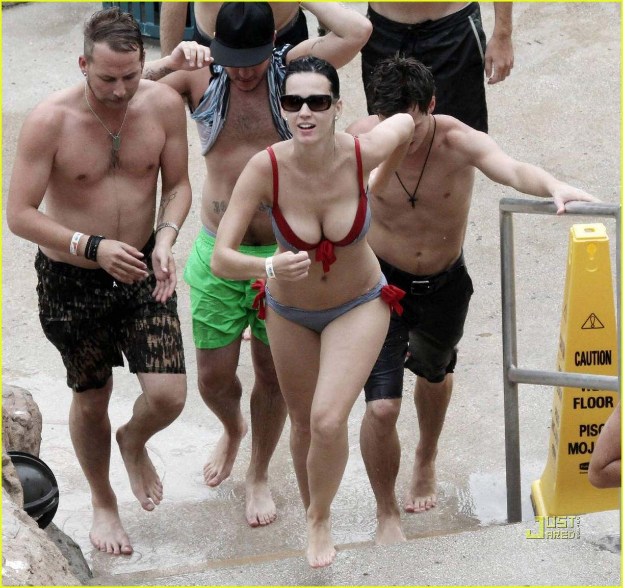 katy perry bikini bahamas 12 Hidden cam. October 11th, 2010 by admin No comments »