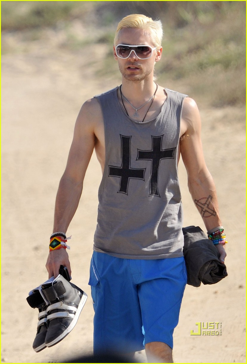 jared leto beach blonde 03