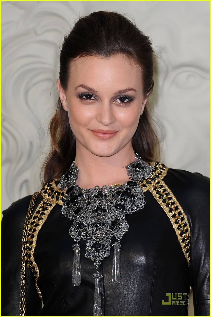 leighton meester milla jovovich paris fashion show 022464325