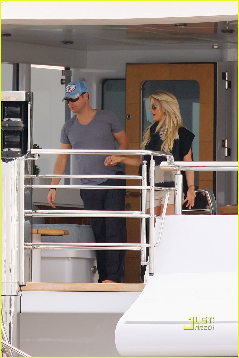 ryan seacrest julianne hough kiss 02