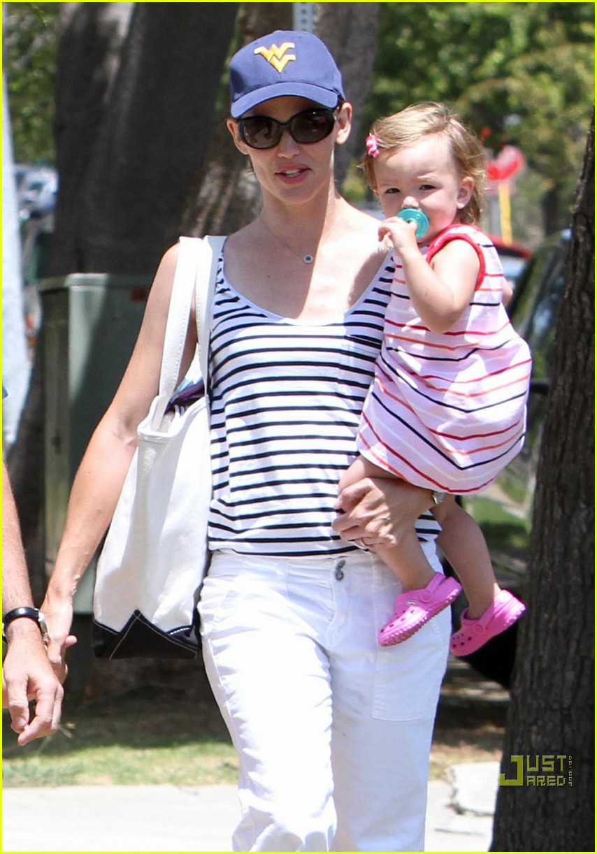 jennifer garner violet affleck seraphina affleck july 4th 012463900