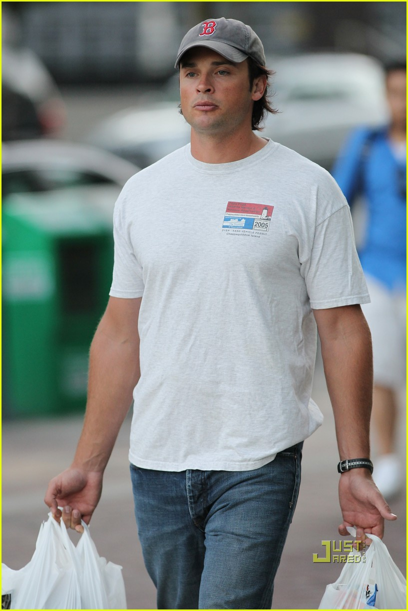 tom welling grocery shopping 01
