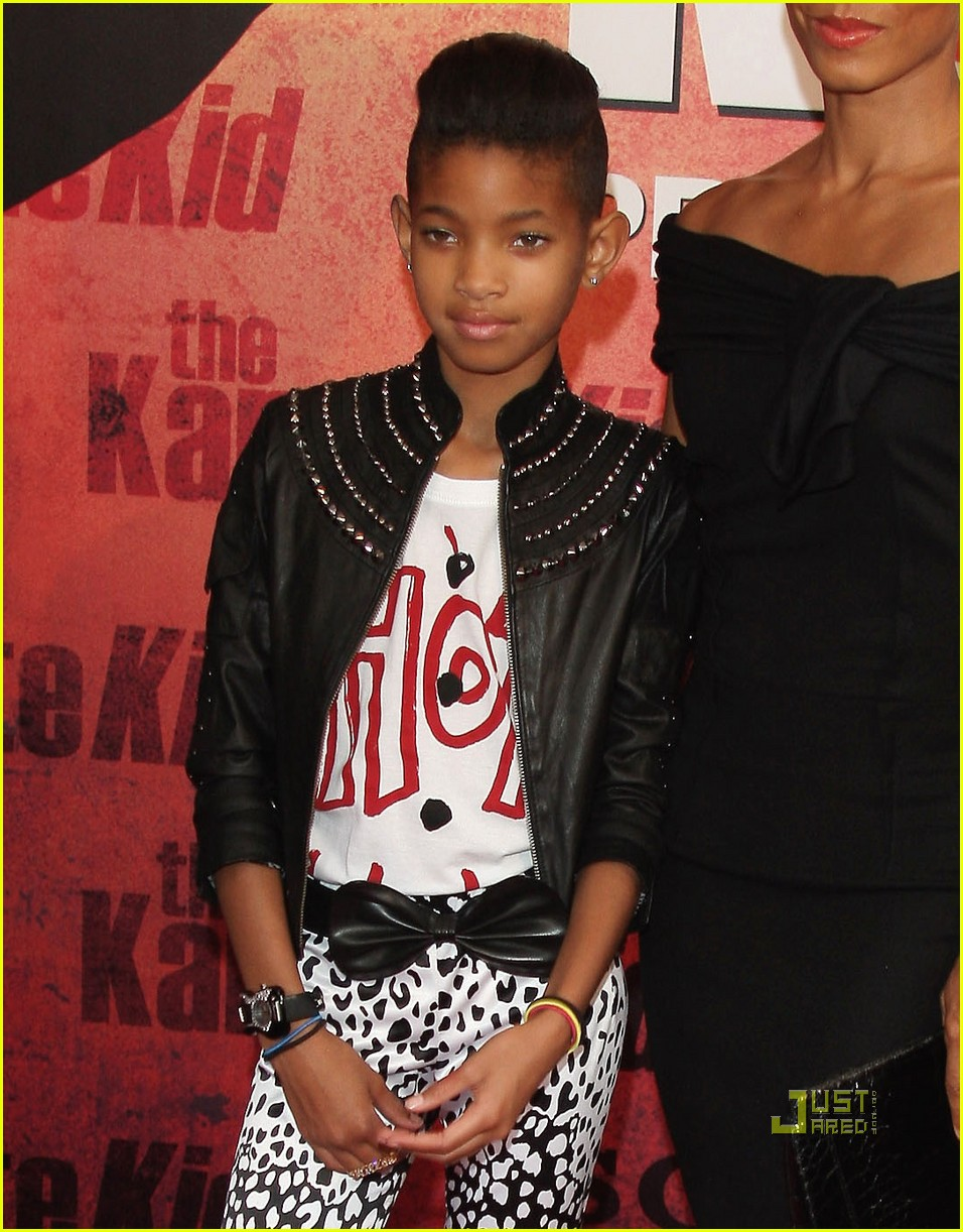 willow smith painted ear outline 14