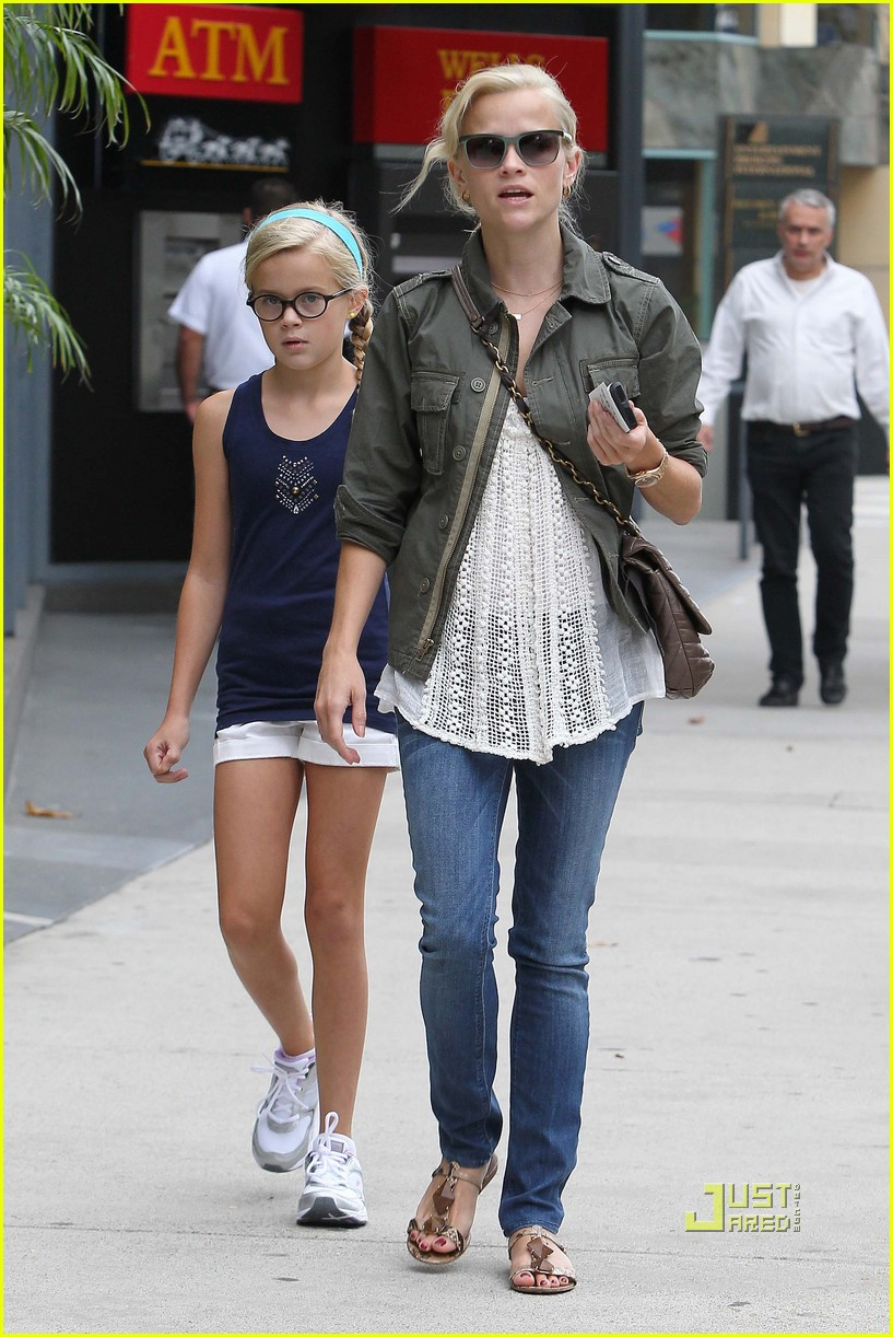 Reese Witherspoon And Daughter Ava Philippe In Brentwood On Wednesday ...
