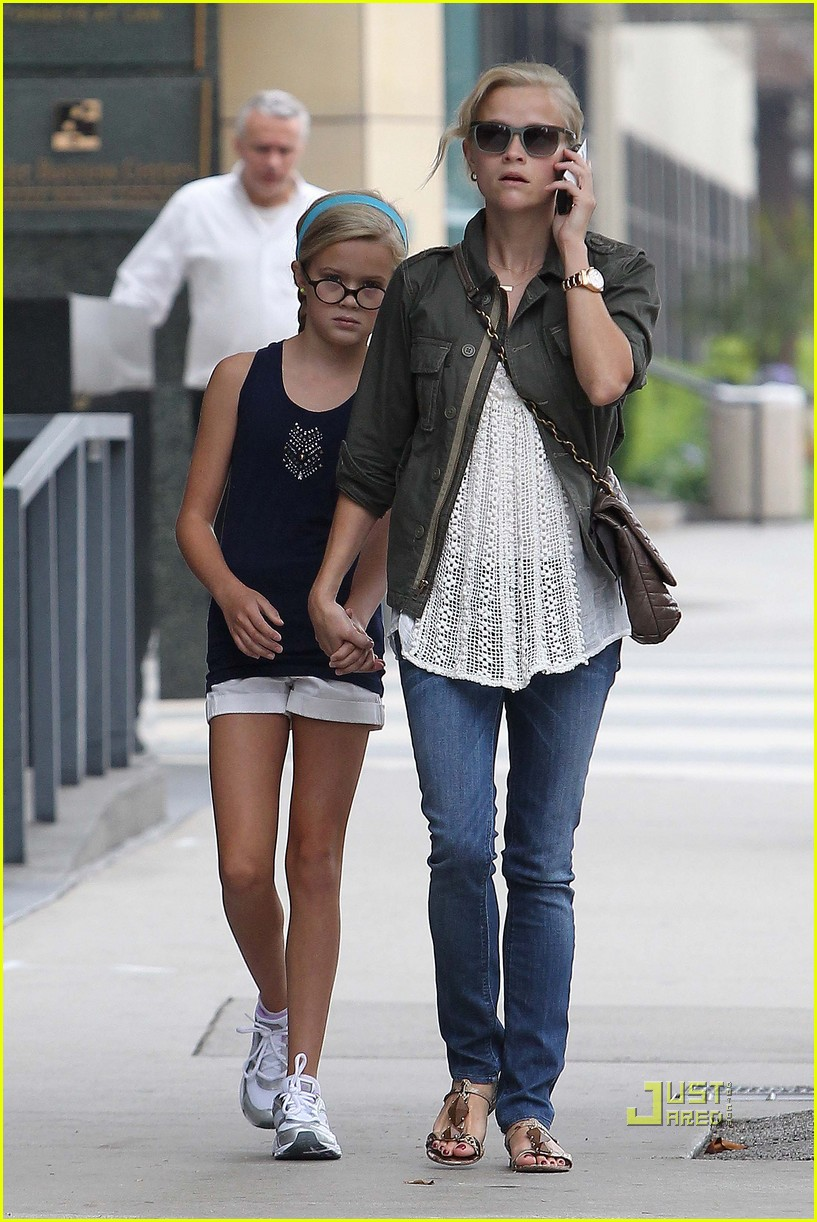 Reese Witherspoon And Daughter Ava Depart Lax Pictures to pin on ...