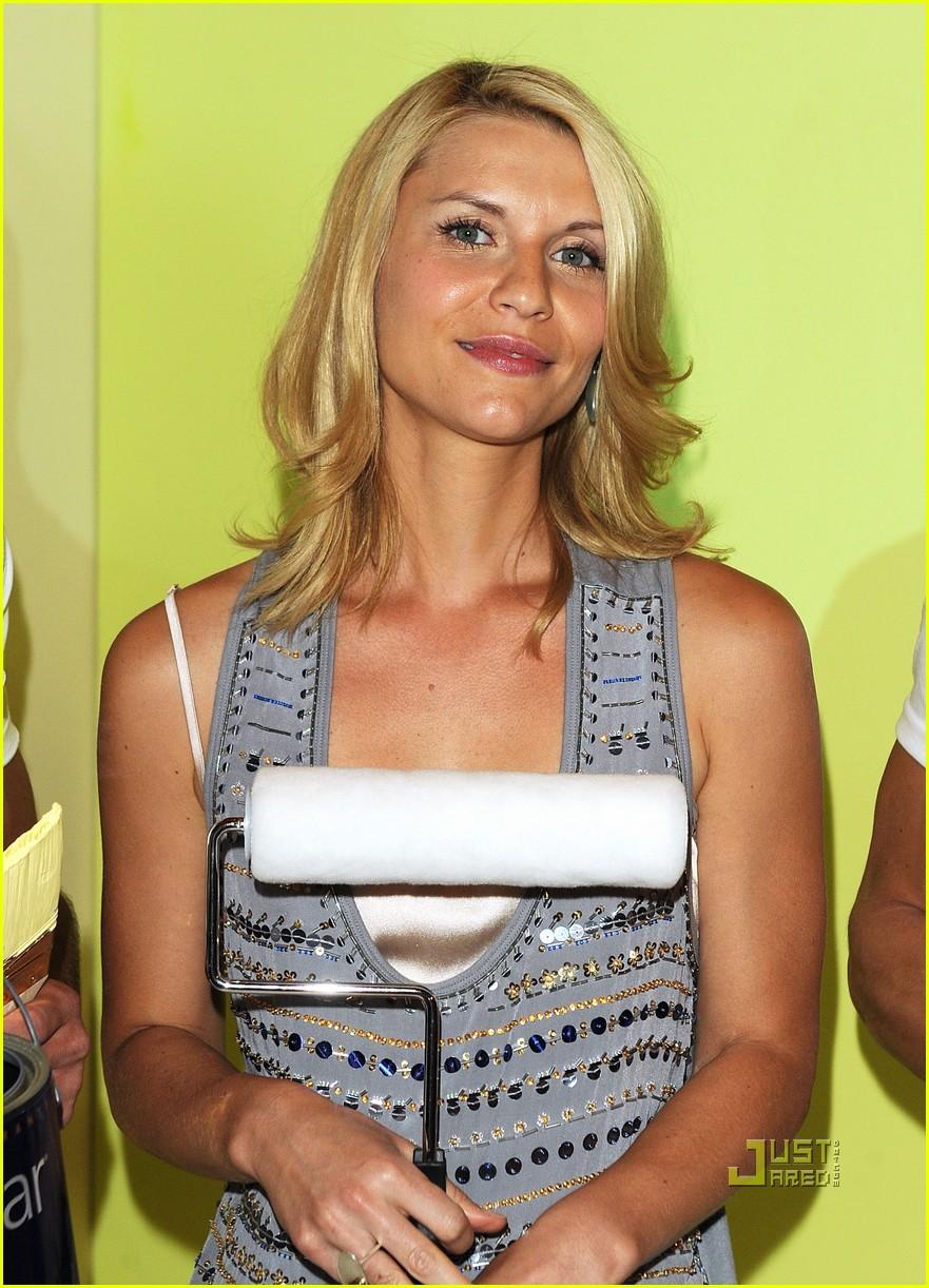 Claire danes valspar in vanderbilt hall photo 2473628 for Mariah carey jewelry line claire s