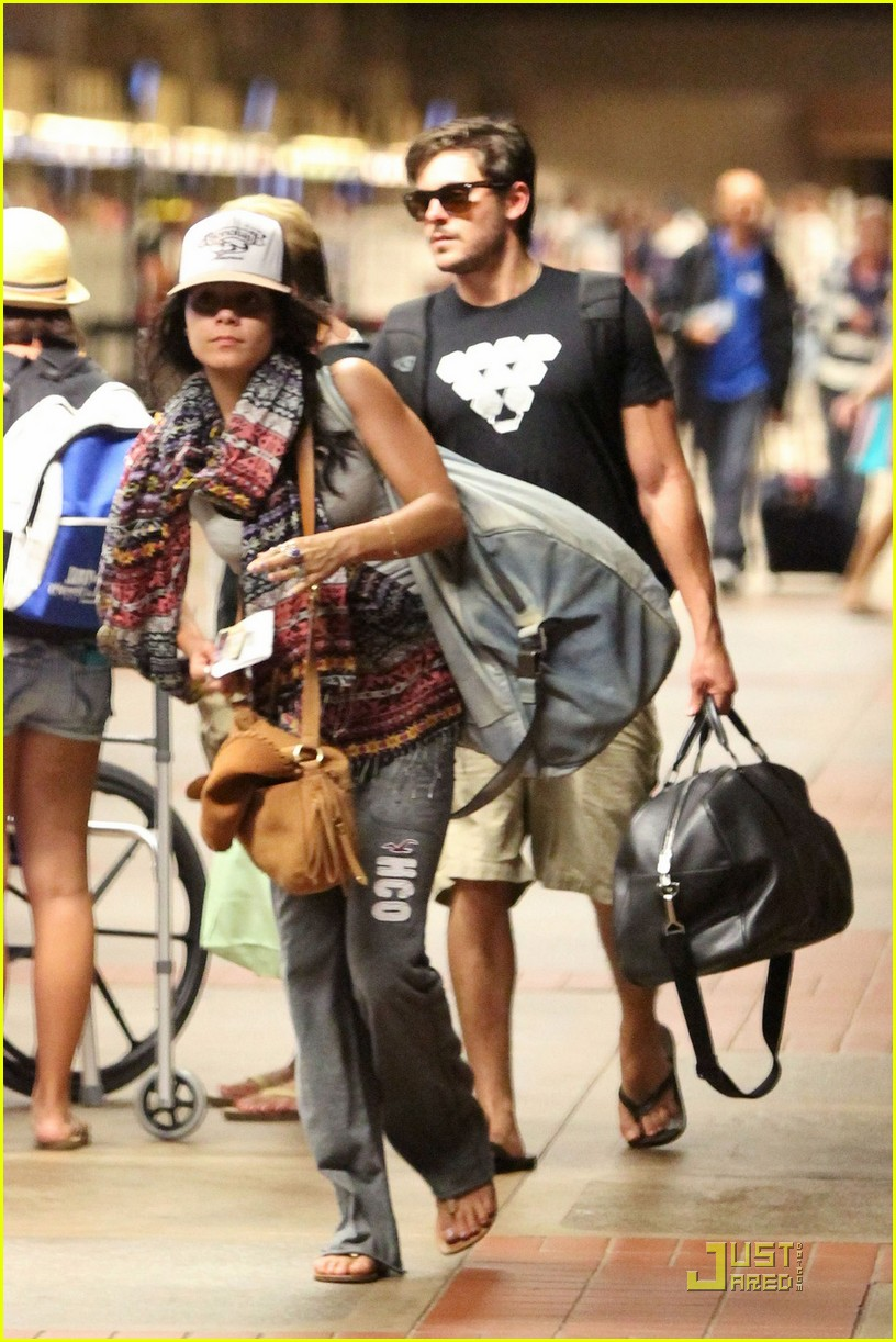 vanessa hudgens zac efron goodbye hawaii 01